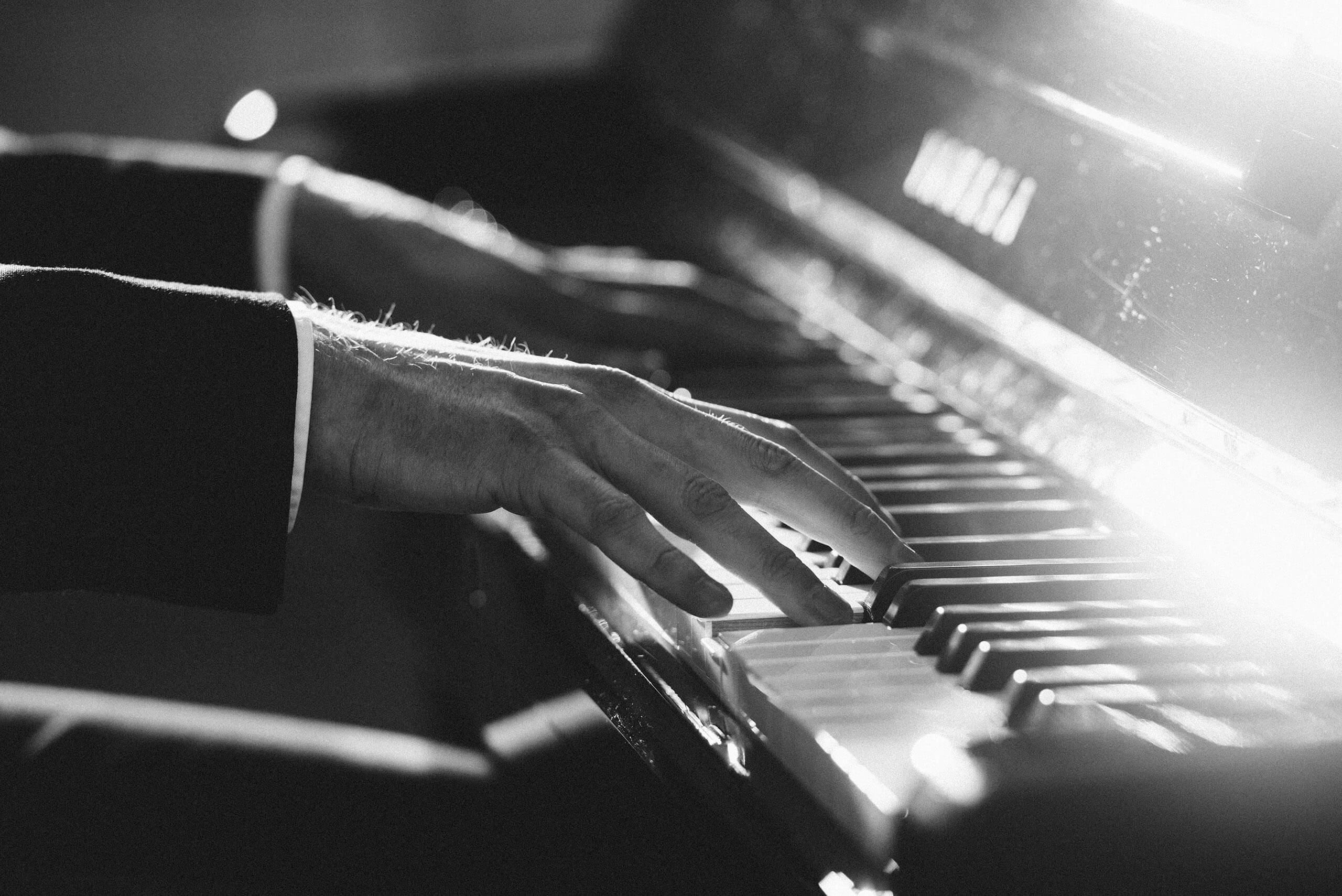 foto pianist handen yamaha piano