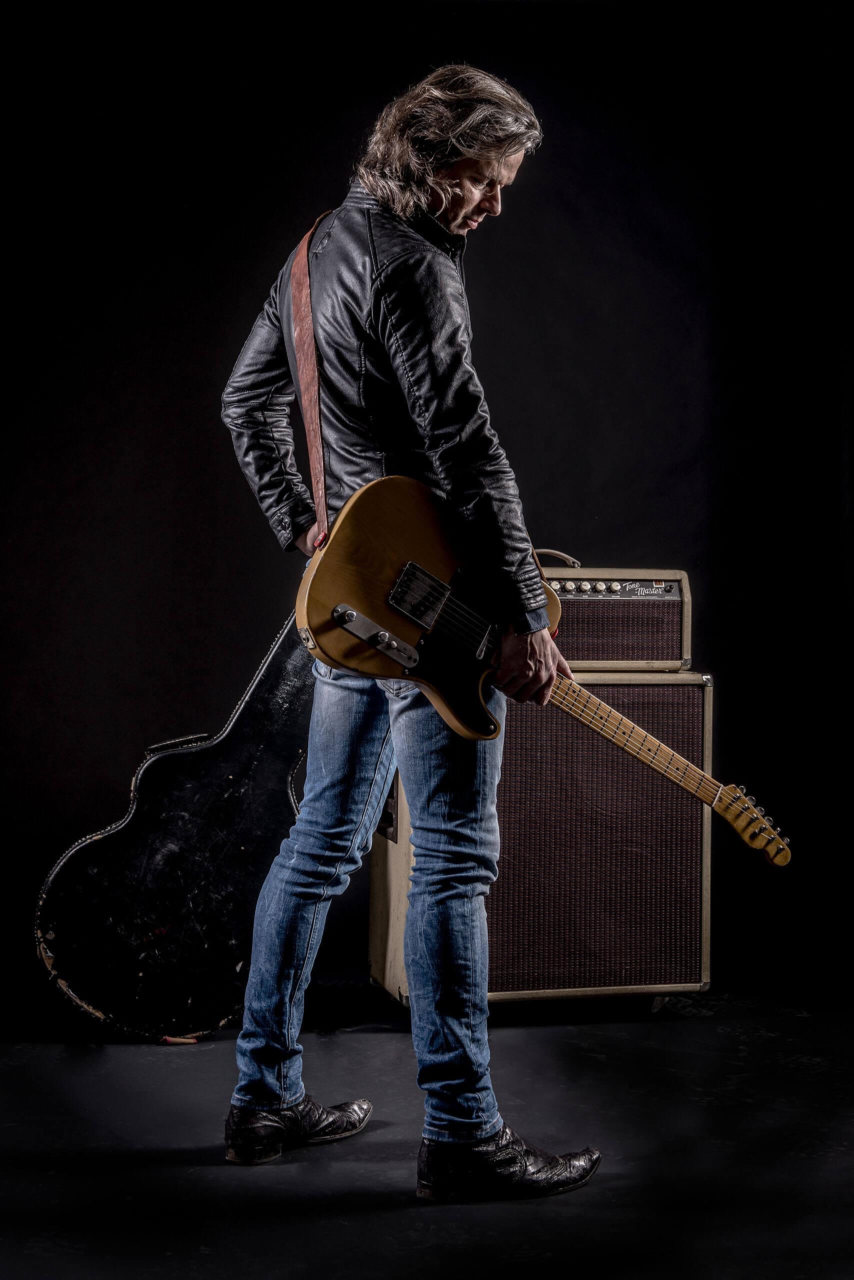 Artiest studio fotografie zanger en gitarist Erwin Nyhoff artiestenfotografie springsteen in nederland