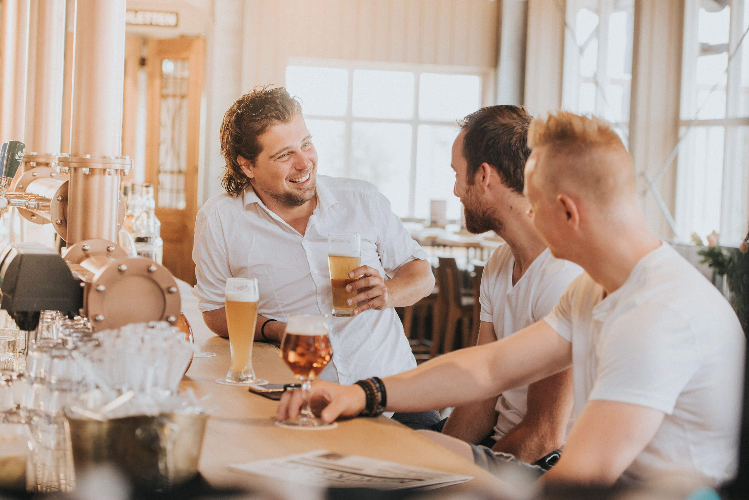 fotoreportage horeca badhuys westcord Vlieland sfeerfotografie bier vrienden